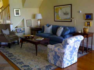 Blue and white rug, large scale blue and white leaf border rug,Asmara Bunbry Rug, Decorating tips by Bill Barr
