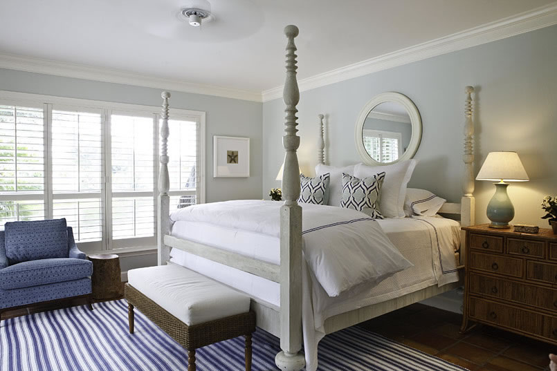 14 Gorgeous Blue and White Bedrooms with Decorative Rugs