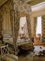 Image for Needlepoint Rugs: 5 Romantic Bedrooms Fit for Royalty