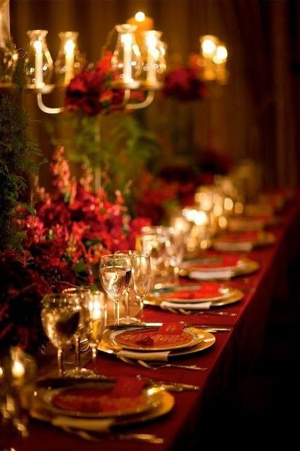 red gold Christmas table settting