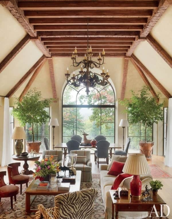 12 chic rooms bunny williams refines an estate with decorative rugs. Black Bedroom Furniture Sets. Home Design Ideas