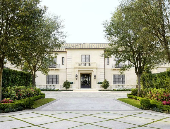 mansion-in-river-oaks-houston-decorated-by-j-randall-powers-veranda-july-august-2015