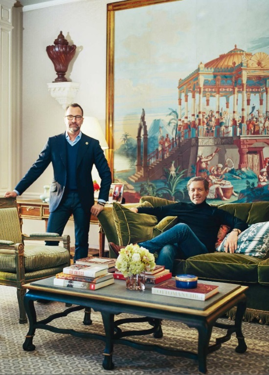 beige-geometric-rug-family-room-james-costos-michael-smith-designed-madrid-home-architectural-digest-october-2015