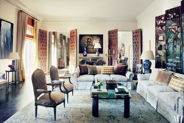 taupe-and-blue-oriental-rug-living-room-james-costos-michael-smith-designed-madrid-home-architectural-digest-october-2015
