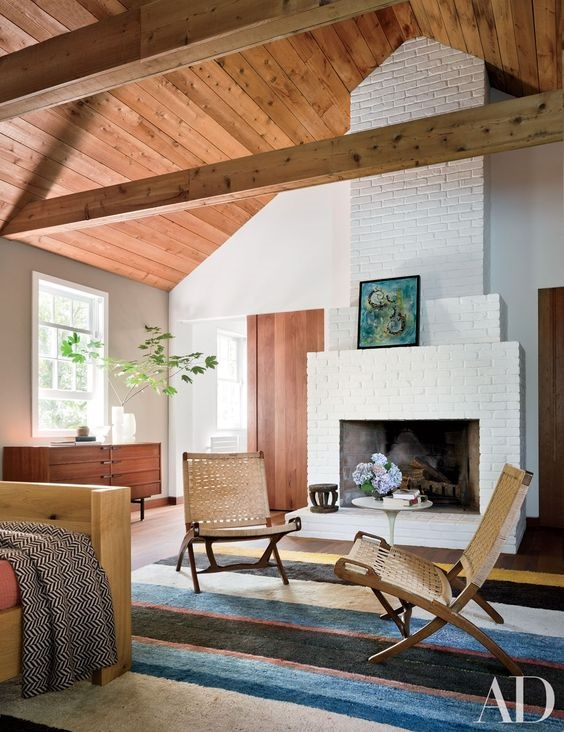 blue-rug-bedroom-Hamptons-master-bedroom-vaulted-ceiling-by-Taryn-Christoff-Martin-Finio-architectural-digest.jpg