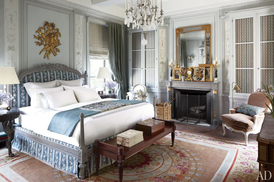 michael_smith,_architectural_digest,_finds_inspiration_in_the_savoir_faire_of_18th-century_france,_circa_1805_aubusson,_bedroom.jpg