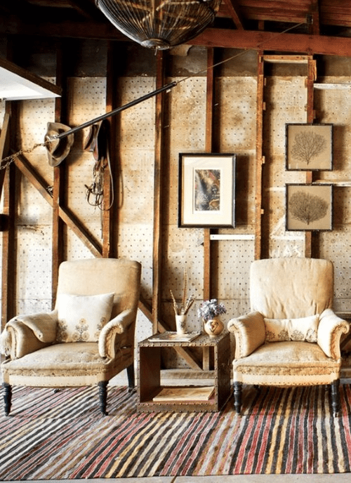 striped-rug-sitting-area-in-supermodel-Carolyn-Murphy's-Los-Angeles-home-photo-by-Grey-Crawford-Vogue-March-2012.png