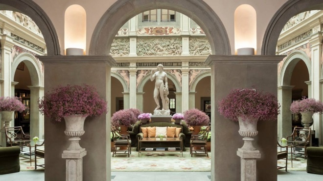 cream-green-and-coral-rug-in-entrance-hall-of-four-seasons-hotel-florence-italy.jpg